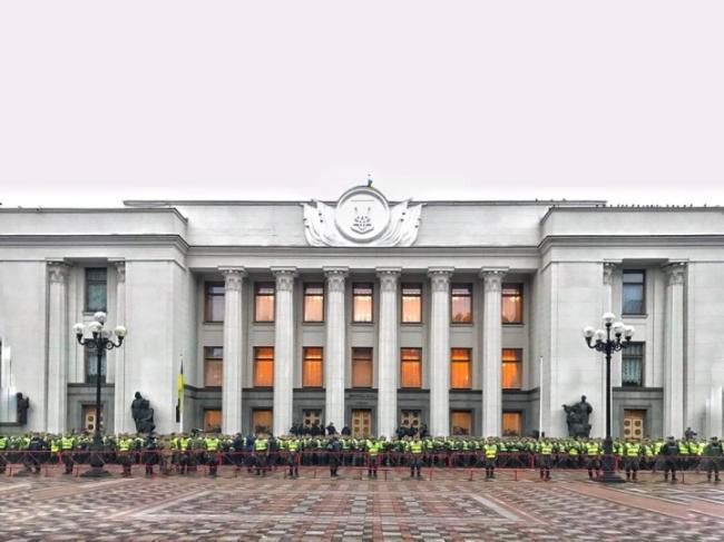 Полная боевая готовность: как Верховную Раду приготовили к митингу Саакашвили (ФОТО)