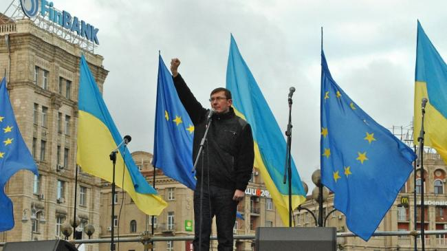Юрий Луценко пообещал не сносить палаточный городок у Верховной Рады