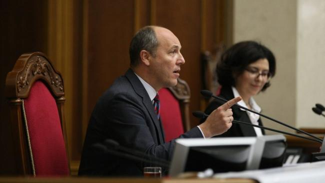 Андрей Парубий обратился к митингующим с просьбой не нападать на депутатов ВР
