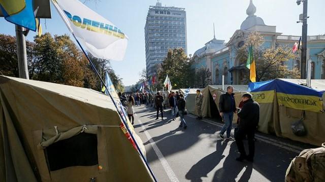 Порошенко: Организаторы акции протеста в Киеве дестабилизируют Украину