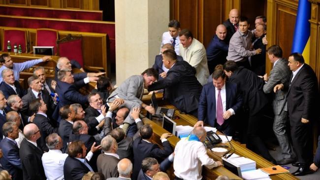 Почему Верховная Рада не смогла снять неприкосновенность с депутатов