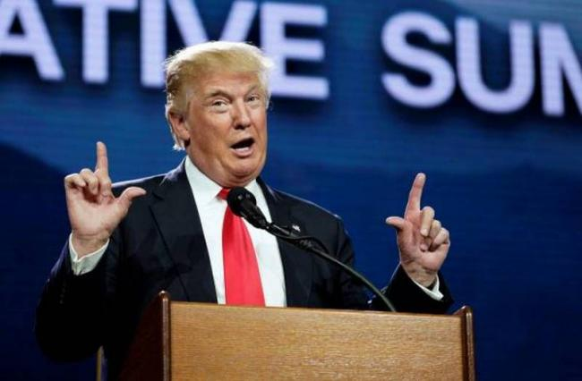 """Клевета демократов: Трамп призвал """"сделать что-нибудь"""" с Клинтон"""