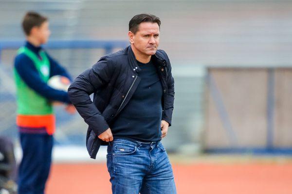 Аленичев— лучший тренер ФНЛ в сентябре, Федотов— на 3-м месте