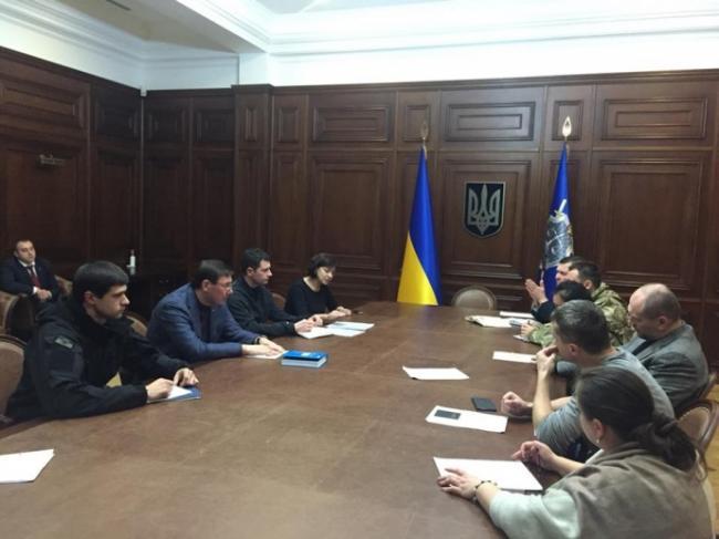 Луценко встретился с группой поддержки осужденного пограничника