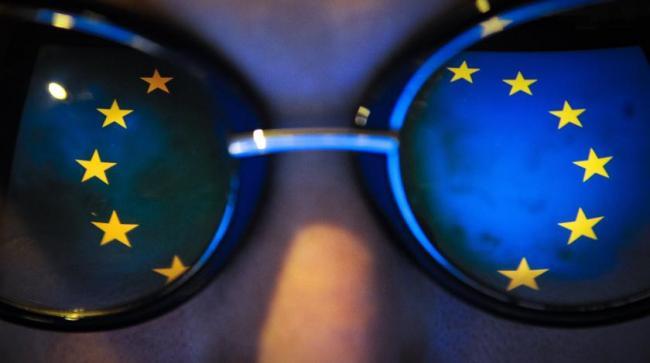 Европарламент требует обновить «политические элиты» в Украине