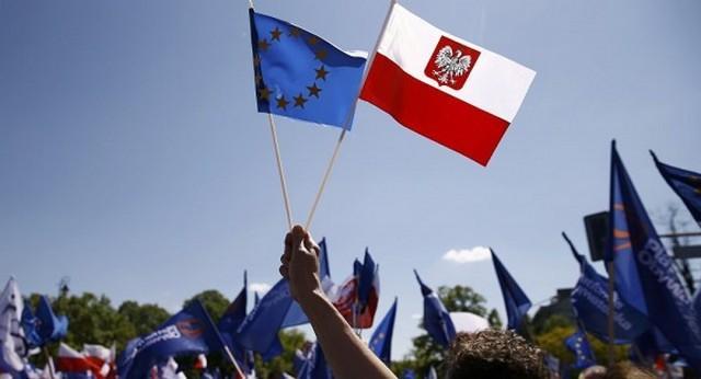 Европарламент запустил механизм санкций против Польши