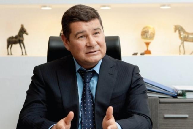 Скандальный депутат Верховной Рады не собирается возвращаться в Украину