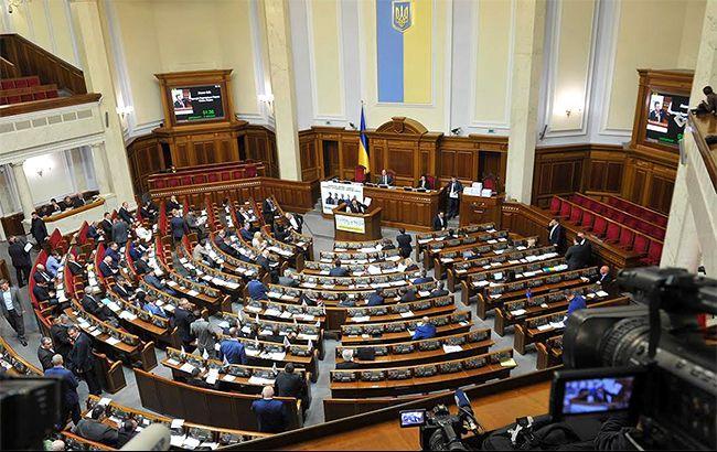 Обстановка накаляется: депутаты покидают Верховную Раду в знак протеста против власти