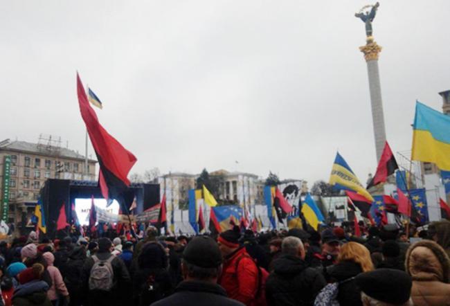 В центре Киева тысячи людей требуют импичмента Порошенко