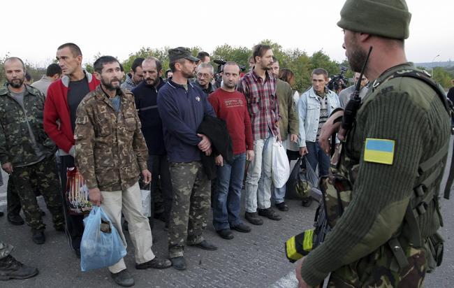 Процедура обмена военнопленными на Донбассе оказалась под угрозой срыва