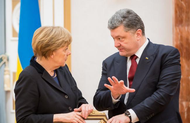 Порошенко обсудил с Меркель будущее СЦКК