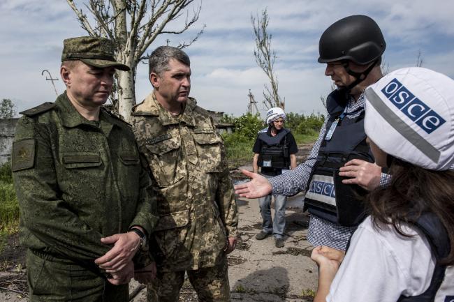Франция и Германия попытаются убедить РФ вернуть наблюдателей на Донбасс
