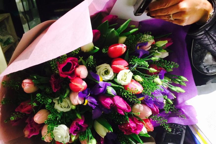 Всегда удивляйте близких вместе с компанией по доставке цветов