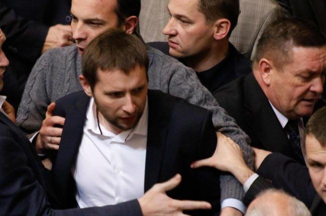 Владимир Гройсман предложил привлечь к ответственности скандального депутата