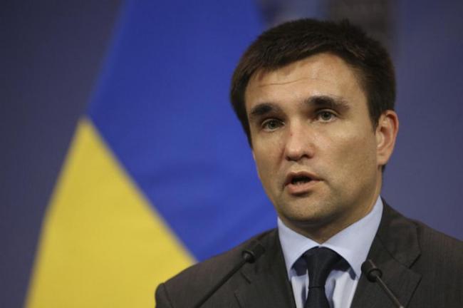 Украина отказалась от предложения России забрать военную технику из Крыма