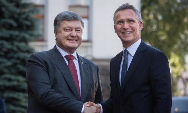 Порошенко обсудил ситуацию на Донбассе с генсеком НАТО