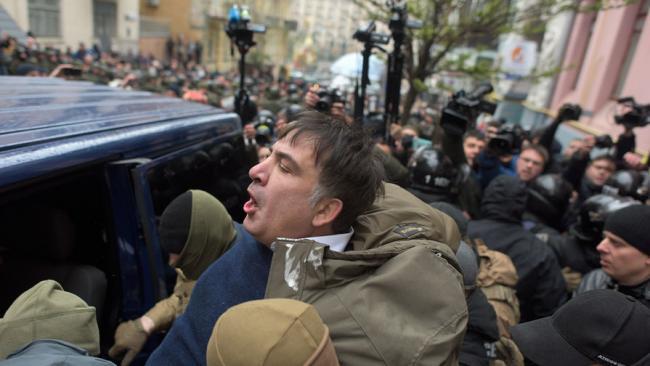 Неизвестные люди в камуфляже задержали бывшего губернатора Одесской области Михаила Саакашвили