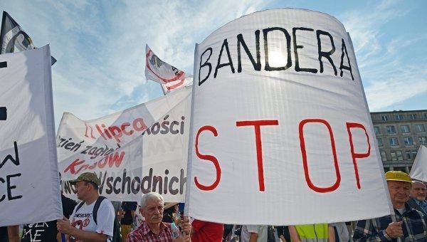 Киев считает недопустимыми допросы украинцев в Польше о Бандере