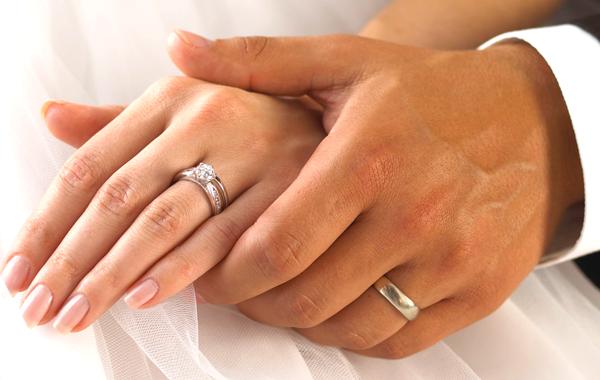 Обручальное кольцо – не простое украшение, тем более с бриллиантом