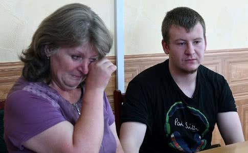 Мать осужденного россиянина Агеева просит помощи у Путина и Трампа