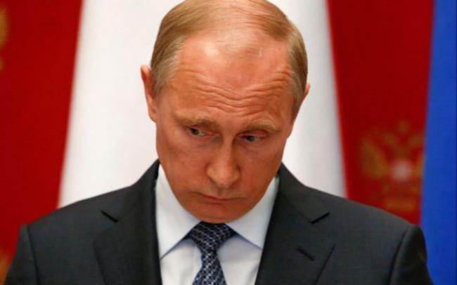 Бывший президент Франции призвал усилить давление на Путина и его окружение