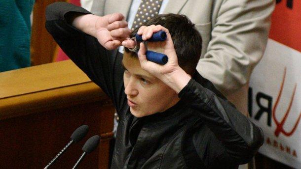 Я брошу в лицо президента эту звезду, – Савченко о предложении лишить ее звания Героя
