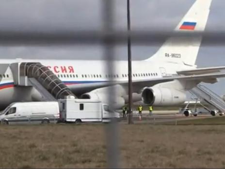 Российские дипломаты покинули Великобританию на кокаиновом самолете