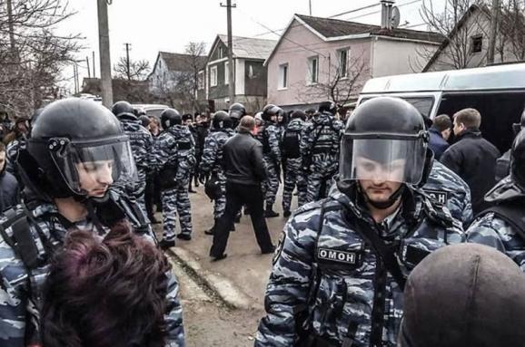 Обыски в Крыму: задержали крымскотатарского активиста
