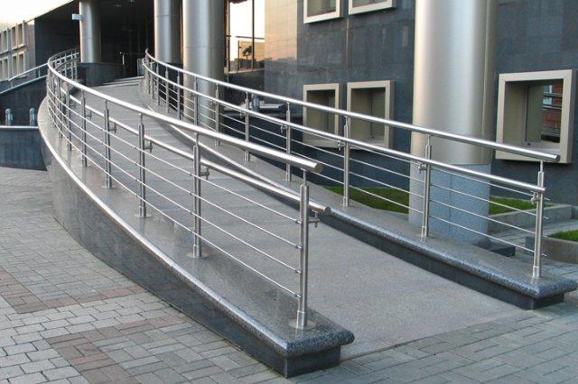 Какими преимуществами обладают ограды из нержавеющей стали?