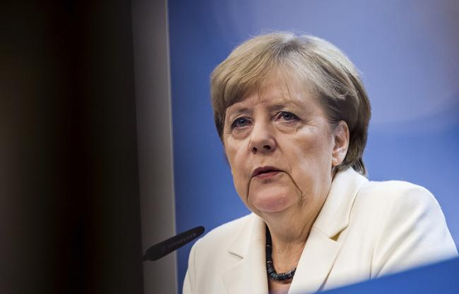 Меркель и Путин обсудили миротворцев на Донбассе