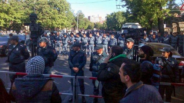 В Ереване майдан: начались столкновения с полицей