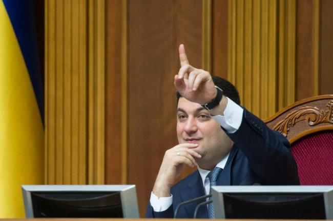 Прибыльная должность: стало известно, сколько зарабатывают консультанты Владимира Гройсмана