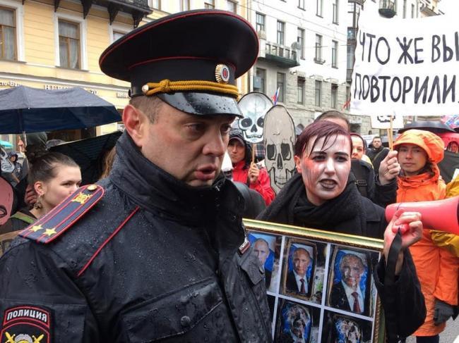 В Петербурге задержали демонстрантов с флагами Украины и стран Запада