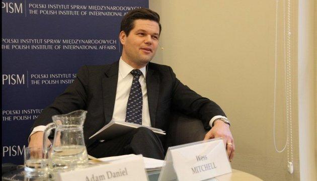 Помощник госсекретаря США начинает визит в Украину
