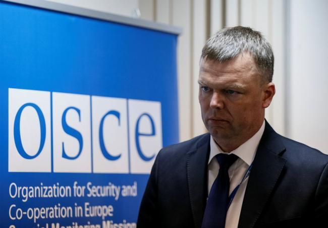 Стороны конфликта на Донбассе должны зеркально отвести вооружение, — Хуг