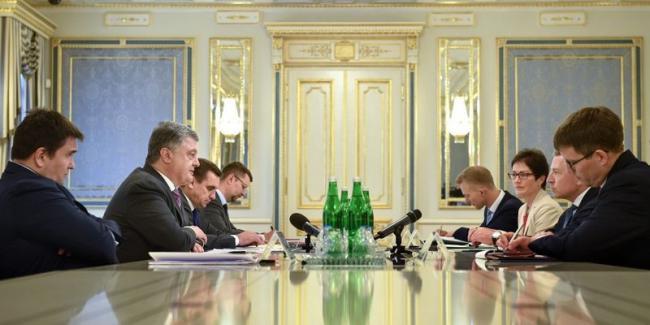 Порошенко и Волкер провели встречу: обсуждали миротворцев ООН на Донбассе