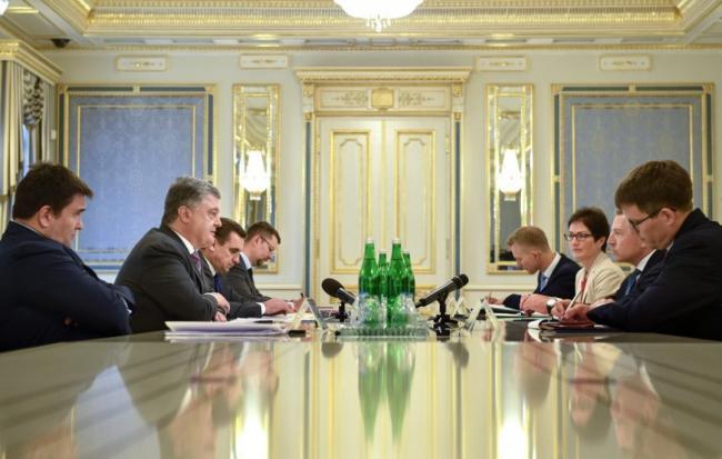 Порошенко и Волкер на встрече в Киеве обсудили семь тем