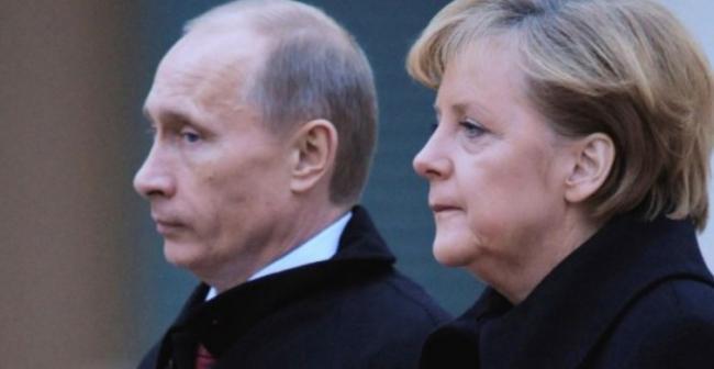 Порошенко и Меркель обсудили поездку в Россию