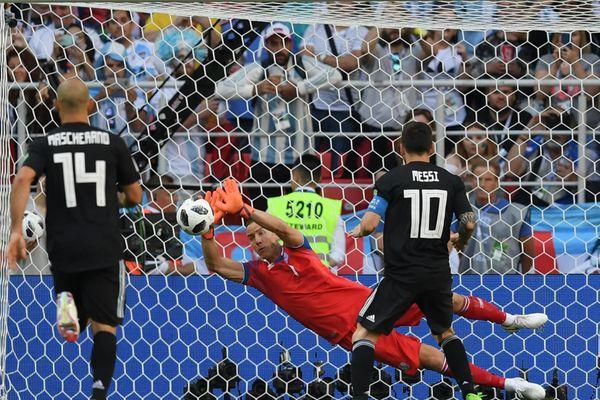 Франция и Хорватия стартовали с побед на ЧМ-2018, Месси не смог забить Исландии