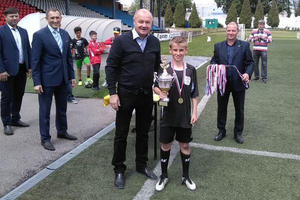 Новомосковский «Химик» выиграл областной этап «Кожаного мяча» в младшей группе