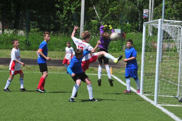 На областном этапе «Кожаного мяча» в средней группе сыграют 18 команд