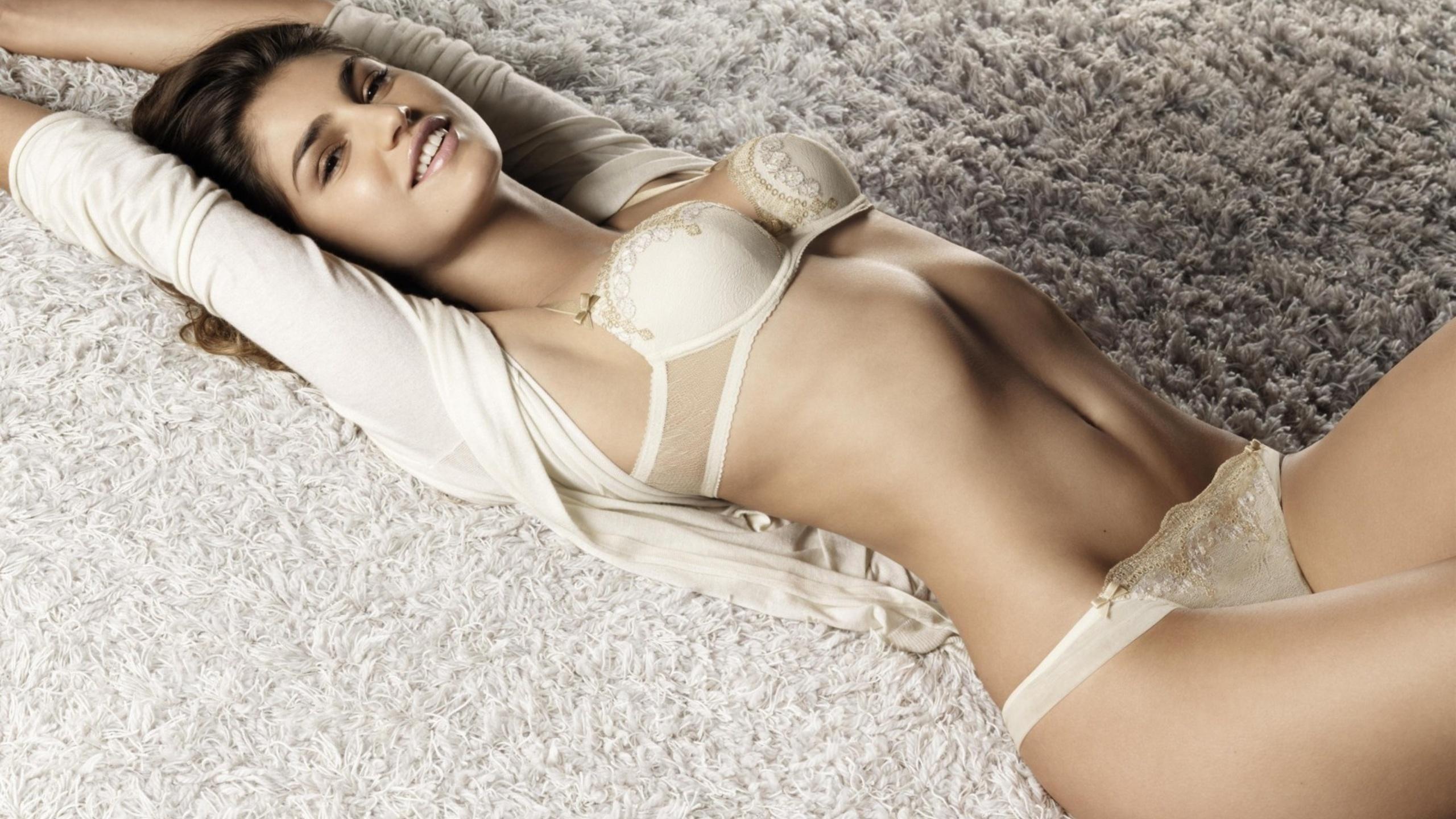 Комплекты нижнего женского белья оптом