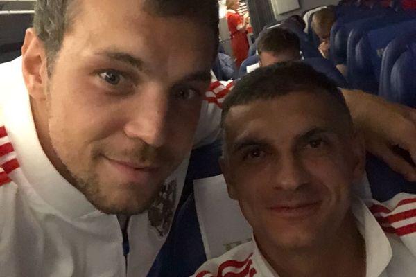 Артём Дзюба сфотографировался с каждым футболистом сборной России