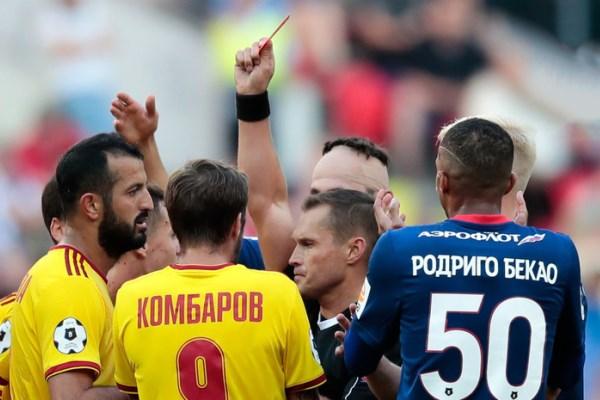 Андрей Бутенко: Судей оскорбляют, а футболистов немного пожурили и остановились