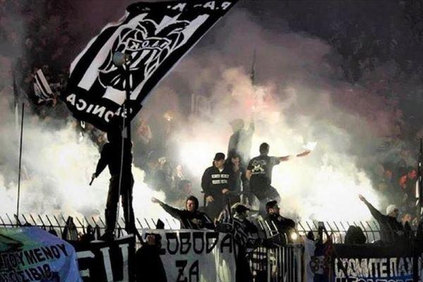 Фанаты ПАОКа били и грабили российских журналистов на матче со «Спартаком»