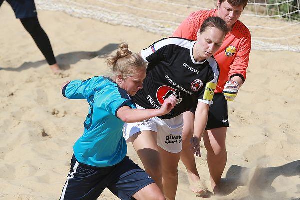 Александра Самородова завоевала бронзу ЧР по пляжному футболу