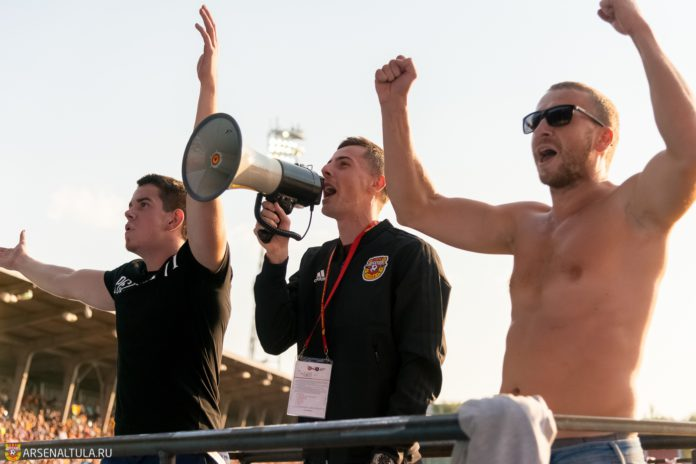 Для фанатов «Арсенала» заряжал Джорджевич, болельщики «Рубина» привезли картонного Карадениза