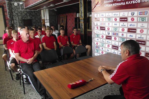Сергей Новиков рассказал юным футболистам «Химика» о командировке в Чечню