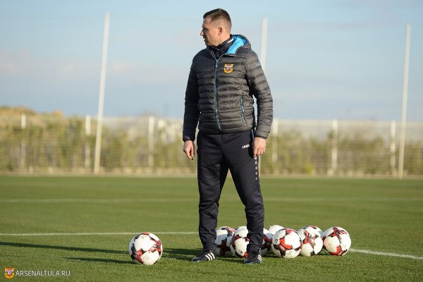 Нобель Арустамян: «Арсеналу» объявили о том, что руководить командой в Грозном будет Семшов, а потом — что Кононов