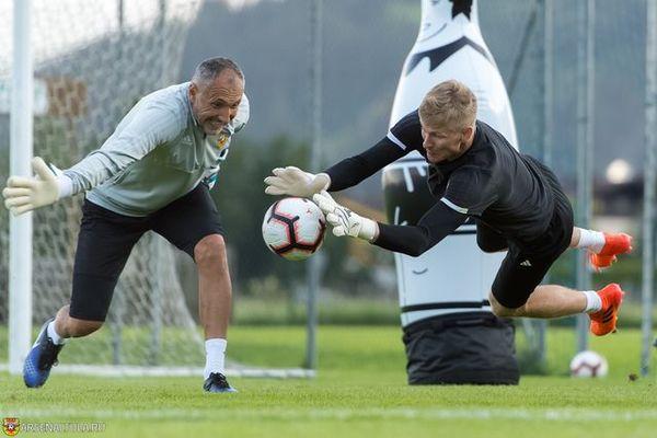 Даниэл Тудор попрощался с вратарями тульского «Арсенала»